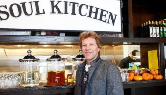 En el restaurante de Bon Jovi si lavas platos no pagas