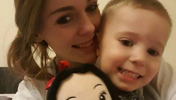 Madre disfrazó a su hijo de Elsa de Frozen y las redes estallaron