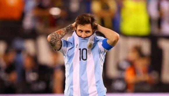 Renunciar no es una opción: Montaner a Messi