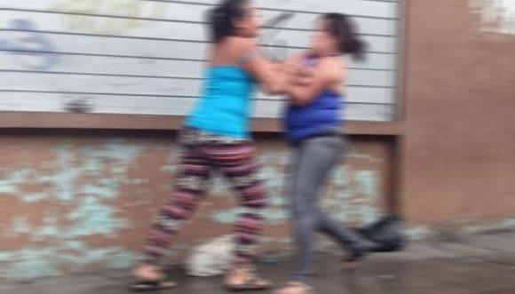 Mujeres pelean por el amor... de otra mujer (Video)