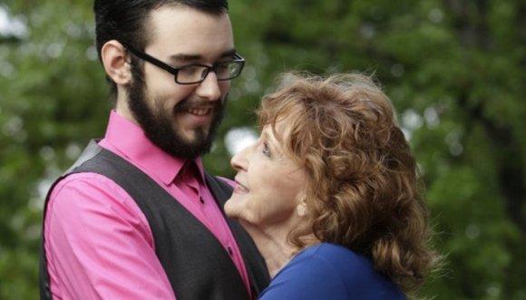 Mujer encontró el amor en el funeral de su hijo
