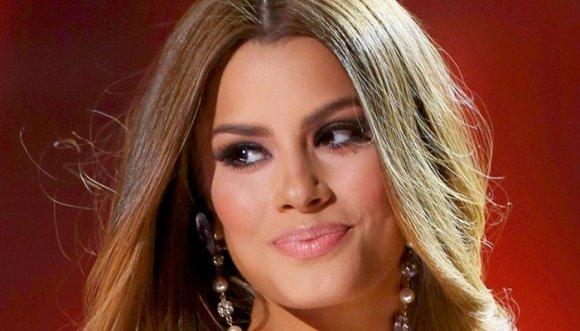 Ariadna Gutiérrez en vestido de baño causó revuelo en Colombiamoda