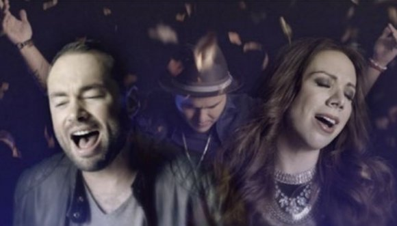 """Siam y Santiago Cruz cantan """"Por este amor"""" (Video)"""