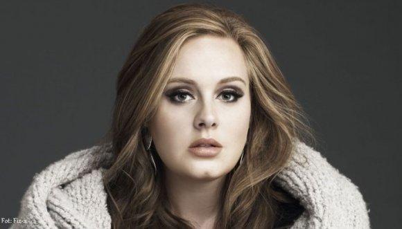 Así se disculpó Adele con sus fanáticos (Video)