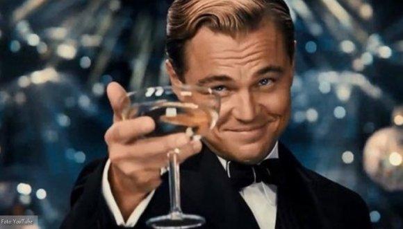 DiCaprio se dejó pillar con su fanática más joven (Fotos)
