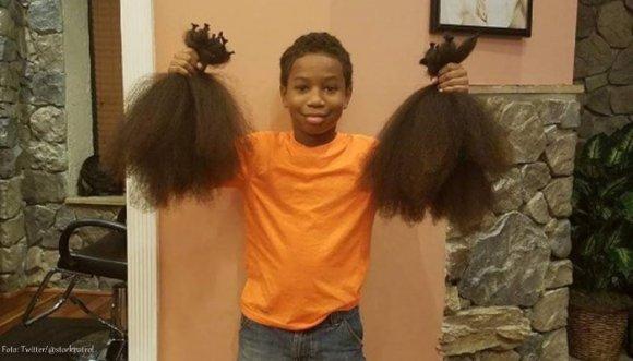 Un niño se dejó crecer el pelo por una bella causa