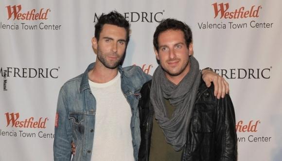 Te gusta Adam Levine, conoce a su hermano