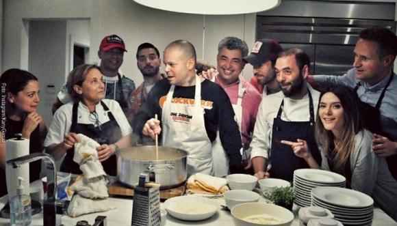 ¿Qué estaban preparando estos cantantes en la cocina?