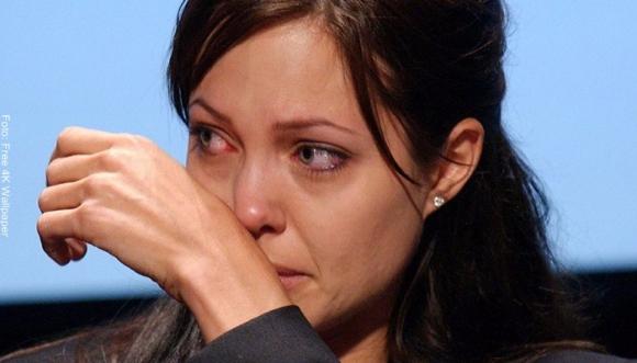 A Angelina Jolie la critican por no usar brasier
