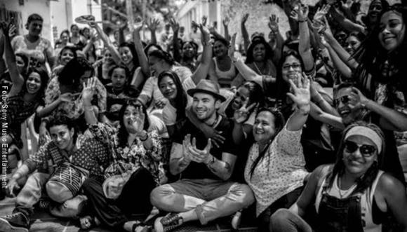 #VIDEO: Santiago Cruz hace un homenaje a la mujer