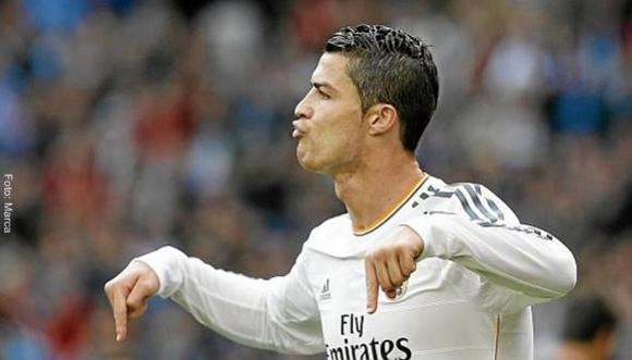 ¡Cristiano Ronaldo como Dios lo trajo al mundo!