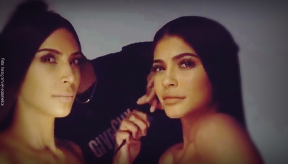 Kylie y Kim estrenan línea de cosméticos