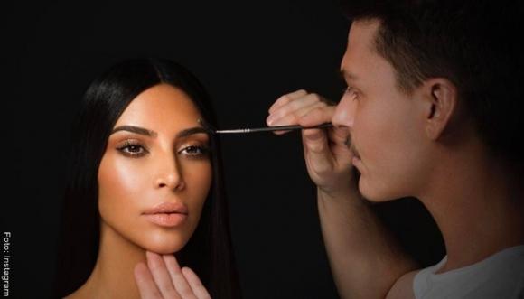¿Cuántos cosméticos usa Kim Kardashian? ¿10, 20 o más?
