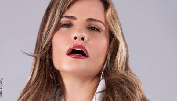 Aura Cristina Geithner causa conmoción por hilo dental