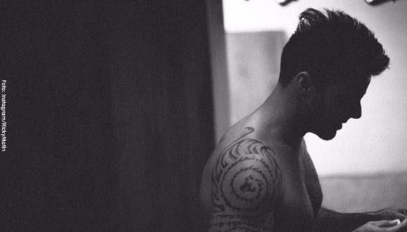 ¿Cómo se ve Ricky Martin con mostacho?