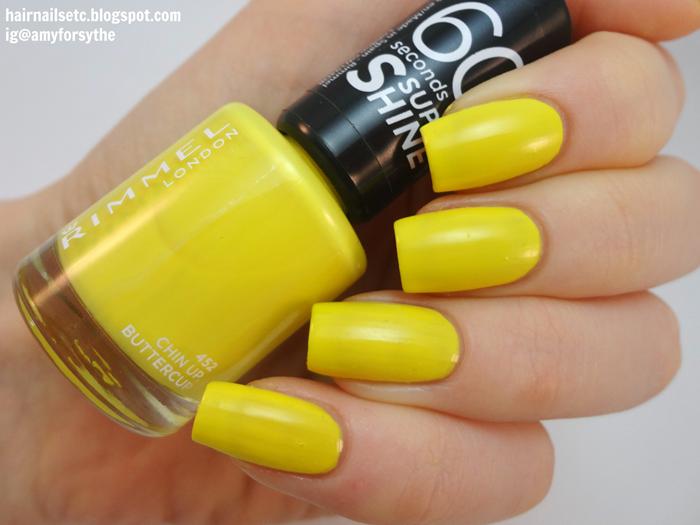 Foto de uñas con esmalte amarillo
