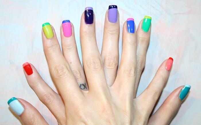 Foto de uñas multicolores