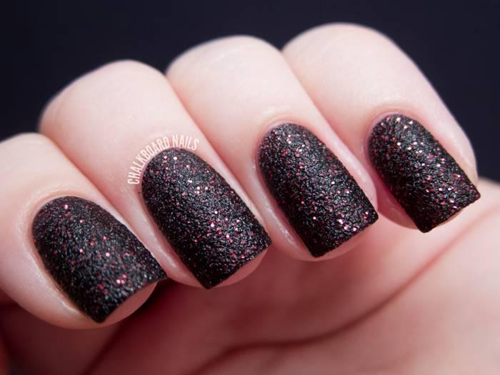 Foto de uñas con esmalte negro