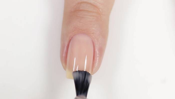 Foto de uñas con esmalte transparente