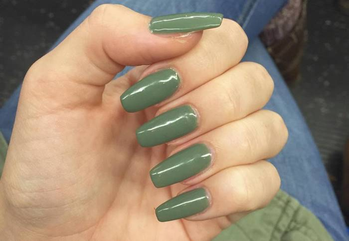 Foto de uñas verdes