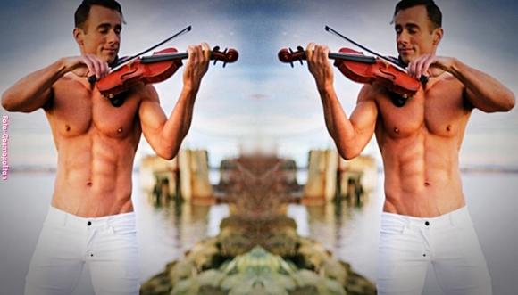 Así suena Despacito versión violín y sin camisa