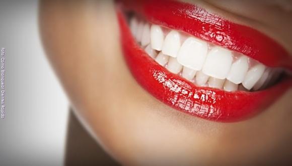 7 trucos para blanquear tus dientes en casa