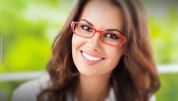 ¿Usas lentes? Estos 6 tips de maquillaje son para ti
