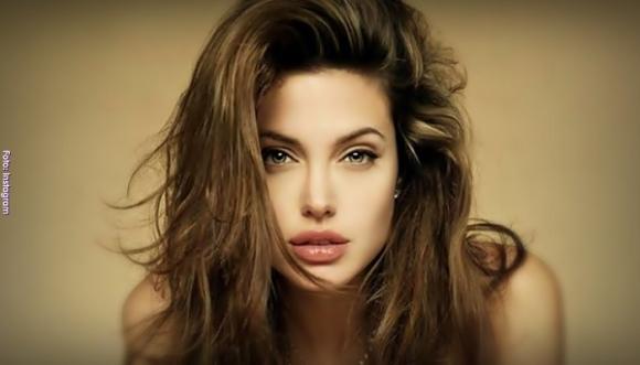 Angelina Jolie una mujer que brilla por su elegancia