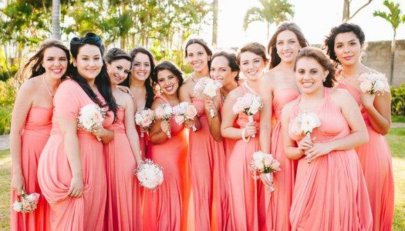 ¿Por qué las damas de honor deben usar todas el mismo vestido?