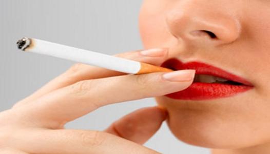 mujer fumando2