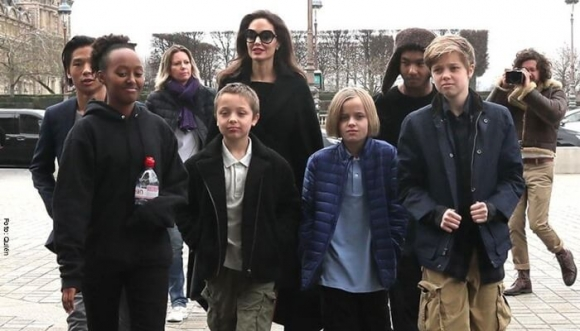 Angelina Jolie no pudo viajar con sus hijos por Brad Pitt