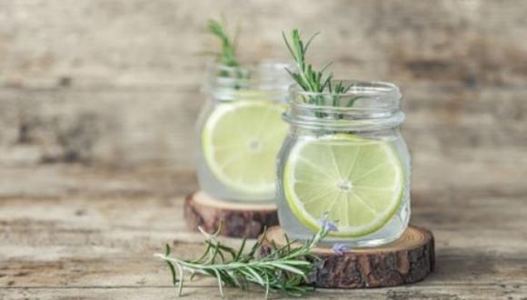 10 razones para tomar agua con limón en ayunas