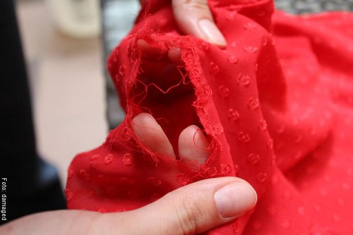 Foto de una prenda de ropa dañana
