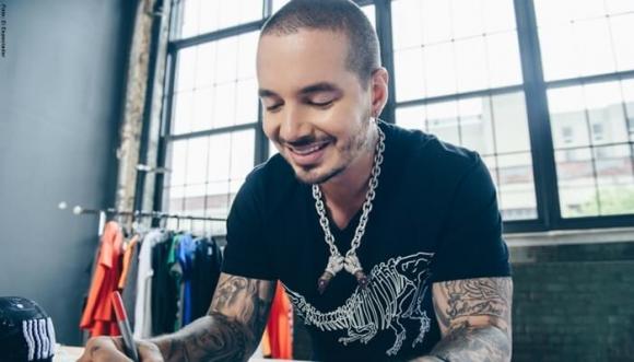 J Balvin llega a Medellín con Vibras su nueva marca de ropa