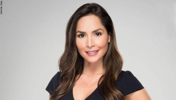 Carmen Villalobos defiende su relación con uñas y dientes
