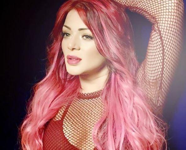 Foto de Marbelle con pelo rosado