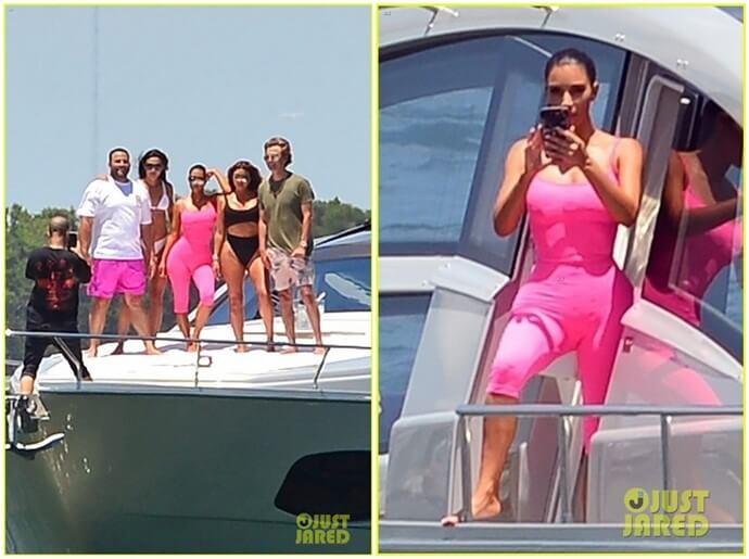Kim Kardashian en un enterizo rosado