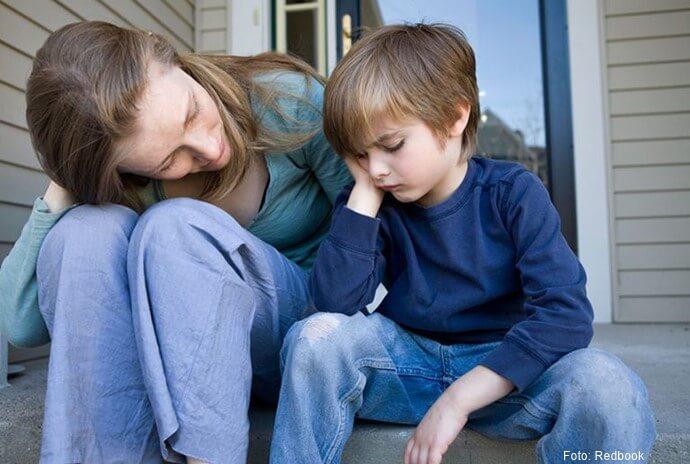 Madre escuchando a su hijo