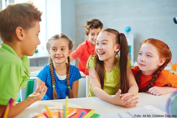 Niños hablando entre sí