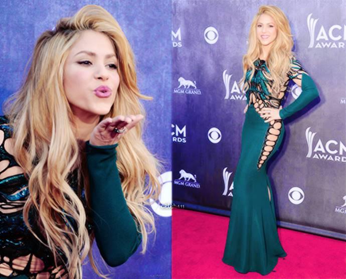 Foto de Shakira en vestido azul