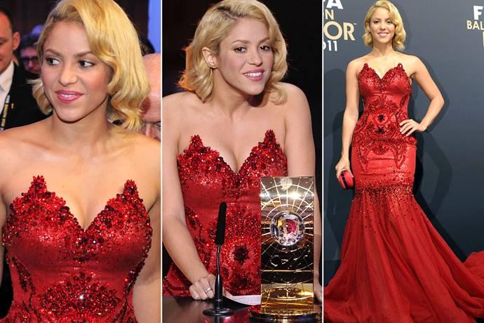 Foto de Shakira en vestido rojo