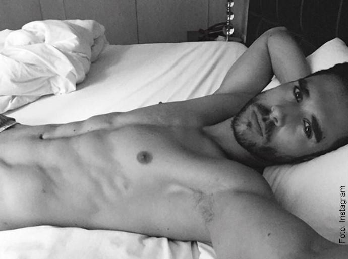 Foto del esposo de Carmen Villalobos en la cama