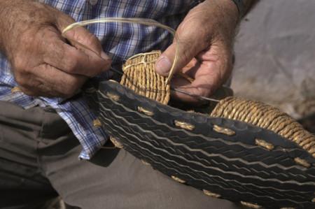 Foto de alpargatas con suela de llanta de carro
