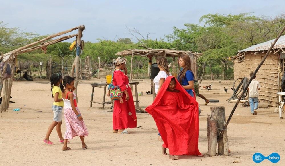 Niñas y mujeres de la Comunidad de Cardonales descansando
