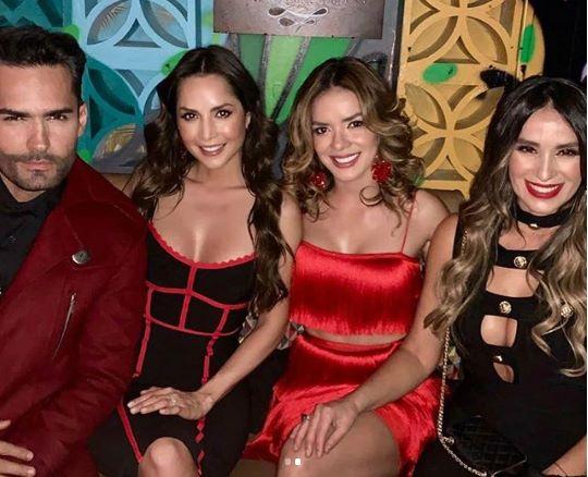 Foto de Carmen Villalobos y sus amigas deslumbraron con atrevidos vestidos