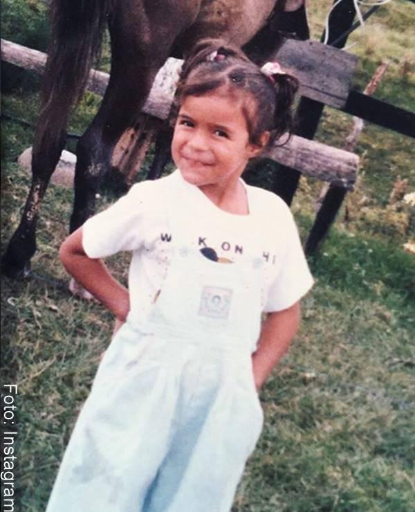 Fotos de Karol G cuando era niña
