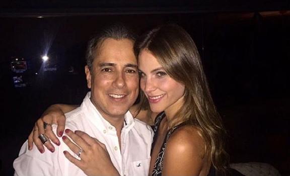 Jorge Enrique Abello con su pareja