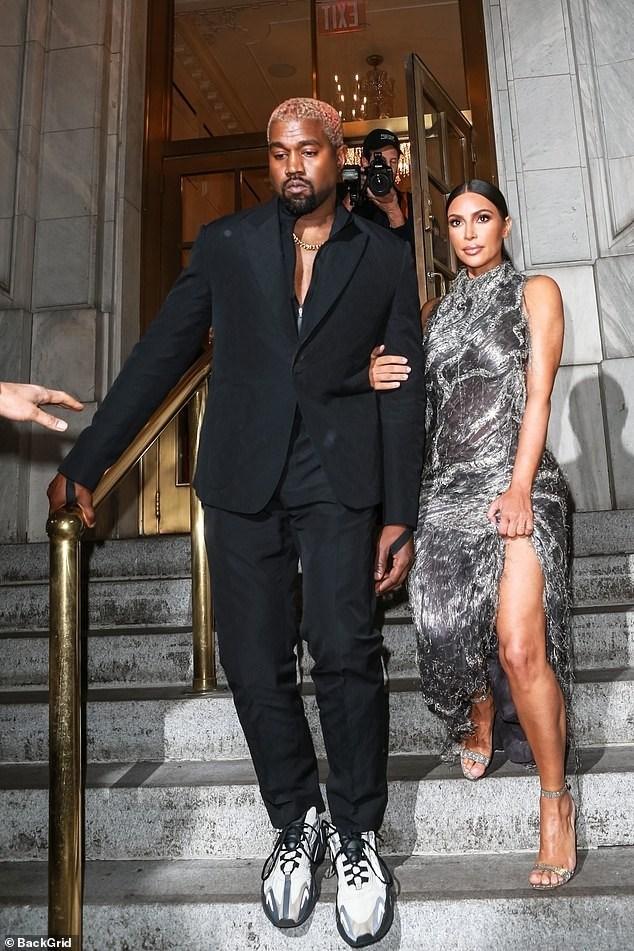 Kim Kardashian con su esposo