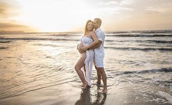 Foto de Daniella Donado y su pareja