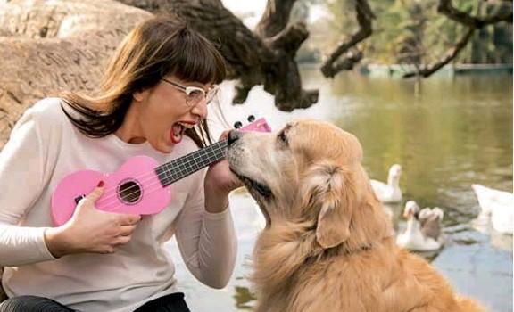 Perro golden retriever fallece mientras su dueña le canta
